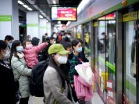 Çin'in Vuhan kentinde metro kısmen faaliyete geçti