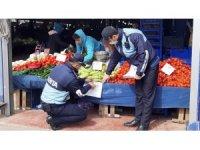 Çorlu'da yaş sebze ve meyveleri seçerek almak yasaklandı
