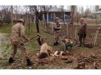 Odun kıran askerler gönüllere taht kurdu
