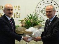 Ulaştırma ve Altyapı Bakanlığı'nda devir teslim töreni yapıldı