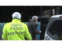 İstanbul'da yaşlı adamın otobüs şoförleriyle imtihanı