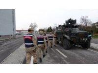 Jandarma ekipleri yaşlı ve hastalar için seferber oldu
