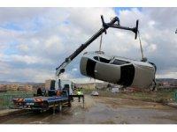 Kırıkkale'de otomobil dereye düştü: 2 yaralı