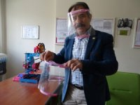 Hisarcık'ta 4 öğretmen sağlıkçılar için 3D yazıcıda 'Yüz koruyucu siperlik' üretti