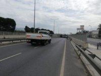 Arızalı araçtan dökülen yağ yolu trafiğe kapadı