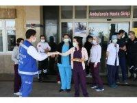 Büyükşehirden Korona virüsle mücadele edenlere baklava ikramı