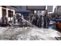 Kırıkkale'nin 'hijyen timi' tüm şehri köpükle yıkadı