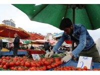 Antalya'daki pazarlarda  tek/çift numara tezgah uygulamasına pazarcı esnafından destek