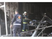 Yanan iş yerinde tekrar dumanların yükselmesi ekipleri alarma geçirdi