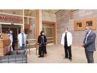 Sağlık çalışanlarına üzüm hoşafı, kek ve poğaça ikramı