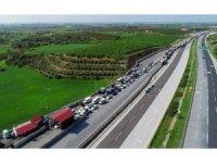 Otoyolda binlerce araç ve vatandaş korona virüs denetimine girdi