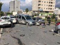 Hatay'da freni boşalan tır uygulama noktasındaki araçlara çarptı: 5 ölü, 15 yaralı