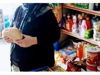 Emekli maaşının tamamını ekmek dağıtılması için verdi
