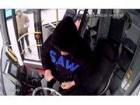 Park halindeki otobüse giren hırsızlık kamerada