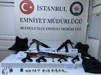 """İstanbul Beyoğlu'nda iki grup arasında kalaşnikoflu"""" çatışma: 1 yaralı"""