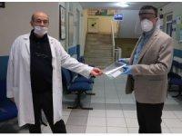 Belediye sağlık çalışanlarına koruyucu siperlik dağıttı