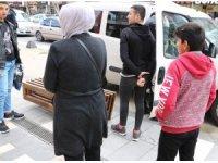 Sokakta çocuklu, trafikte kalabalık gezenlere ceza