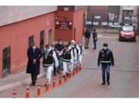 Kayseri'de silahlı suç örgütüne operasyonda gözaltına alınan 8 kişi adliyeye sevk edildi