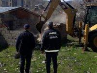 Bingöl'de metruk yapı yıkıldı