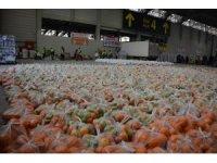 """""""BizVarız"""" gönüllüleri gıda paketi hazırladı"""