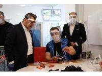 """Vali Kaymak: """"İlimizde yoğun bir şekilde maske üretilmesi lazım"""""""