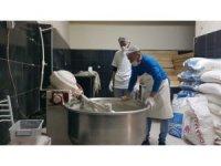 Develili esnaftan örnek davranış; her gün 100 aileye 2 ekmek yardımı yapıyorlar