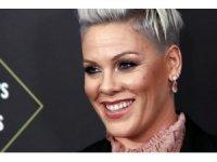 ABD'li ünlü şarkıcı Pink, oğluyla korona virüse yakalandığını duyurdu