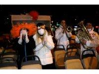 Adanalılar Portakal Çiçeği Karnavalı'nı balkonlarda kutladı