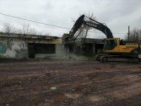 Kartepe'de tehlike saçan 2 metruk bina yıkıldı