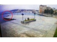 Sinop'ta otomobilin denize uçması kamerada