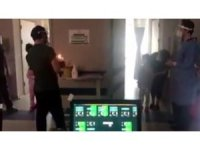 Korona virüs hastası minik ikizlere hastanede doğum günü sürprizi