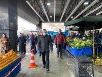 Başkan Çetin esnafa maske ve eldiven dağıttı