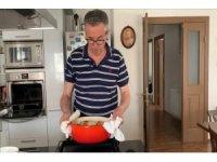 Başkan Arda, 'Evde kal' çağrısına uydu, evde ekmek yaptı