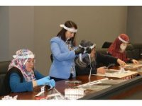 Pazaryeri'nde şeffaf siperli maske üretimine başlandı