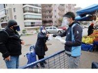 Mudanya Belediyesi pazarda maske dağıttı
