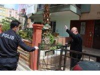 Polis 75 yaşındaki yaşlı adamı maaşını çekebilmesi için bankaya götürüp getirdi