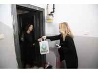 Kocaeli'de evde kalan vatandaşlara ücretsiz kitap servisi yapılıyor