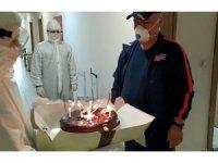 Karantinadaki mühendise sürpriz yaş günü kutlaması