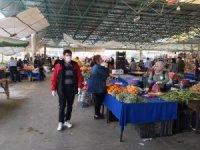 Kuşadası Belediyesi ekiplerinden Davutlar pazarlarında denetim