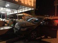 Alkollü sürücü mobilya dükkanına girdi