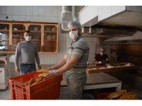 Virüs tehdidi sürecinde ihtiyaç sahiplerine ücretsiz ekmek verecek