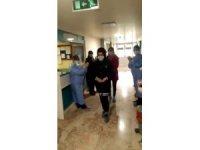 Elazığ'da korona virüs tedavisi gören  9 kişi alkışlarla taburcu oldu