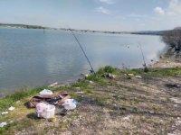 Baraj kenarında balık tutup piknik yapan iki kişiye ceza kesildi