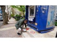 ATM Önlerine sosyal mesafeni koru uyarısı