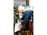 İki kardeş kumbaralarındaki 445 TL'yi Milli Dayanışma Kampanyası'na bağışladı