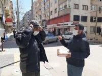 Büyükşehir'den Bandırma'da maske dağıtımı