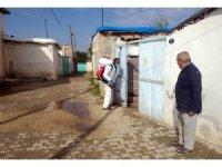 Belediye bir günde 11 mahalleyi dezenfekte etti