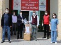 Mazıdağı'nda üretilen yüz koruyucu siperler sağlık çalışanlarına dağıtıldı