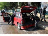 Adana'da şüpheli araç polis ekiplerini alarma geçirdi