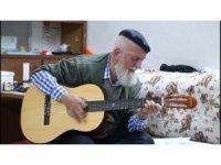 """73 yaşındaki gitaristten """"Evde kal Türkiye"""" şarkısı"""